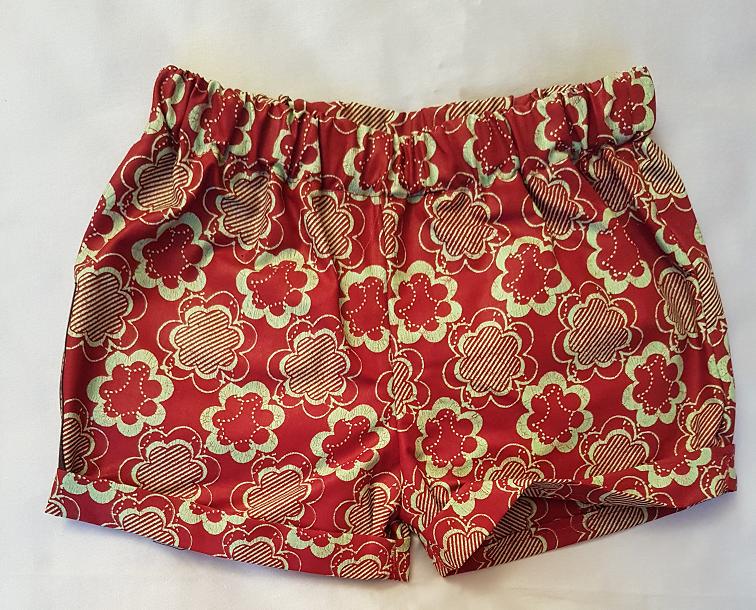 1b6e7c9a Shorts i sødt blomstermønster
